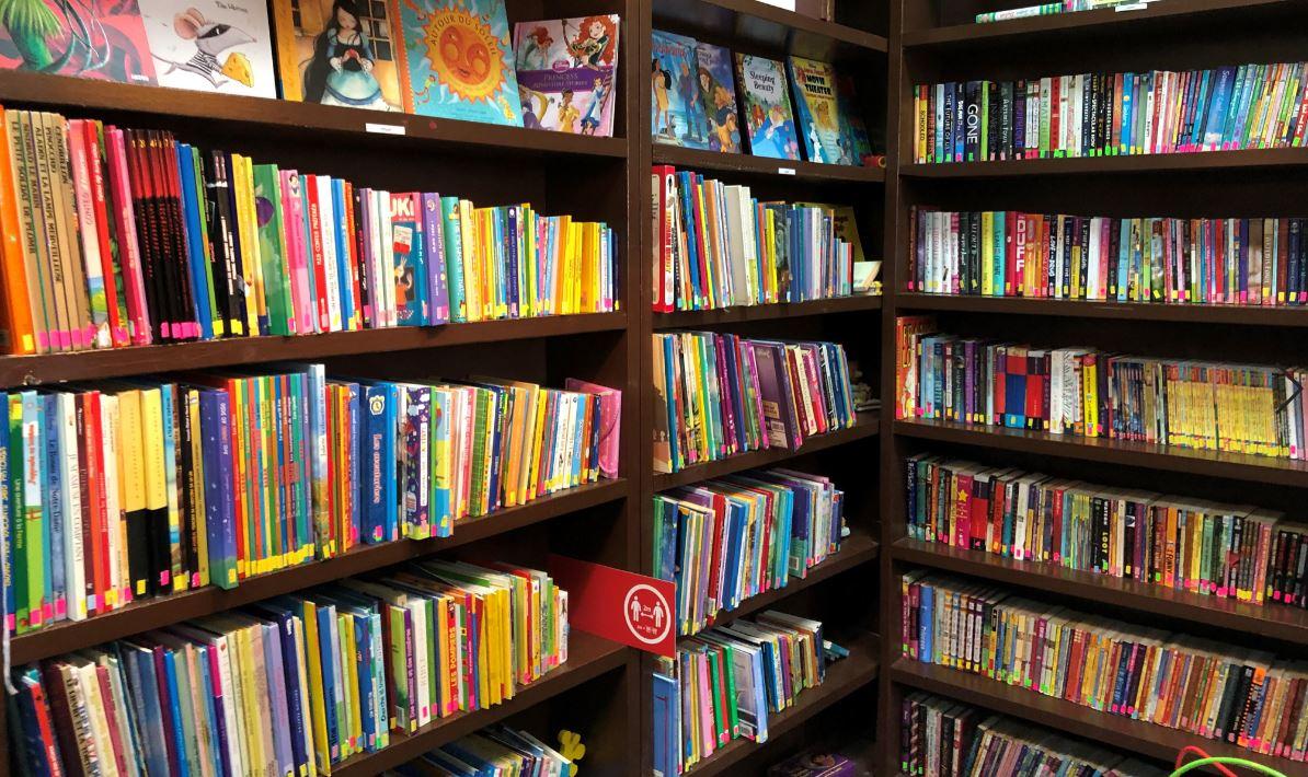 Librairie Renaissance - rangée de livres